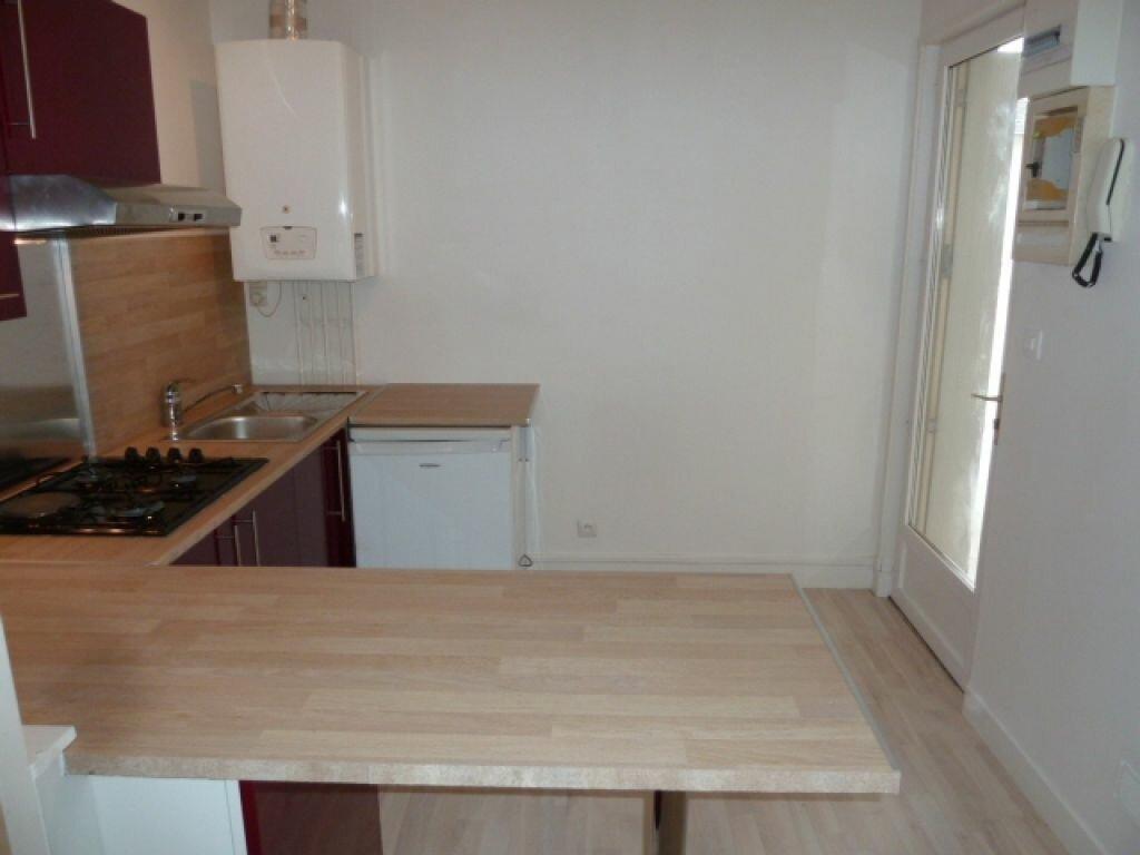 Appartement à louer 2 34m2 à Orléans vignette-3