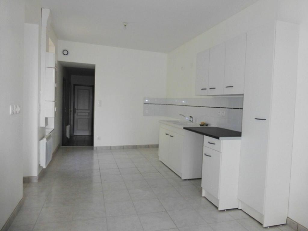 Appartement à louer 3 60m2 à Orléans vignette-3