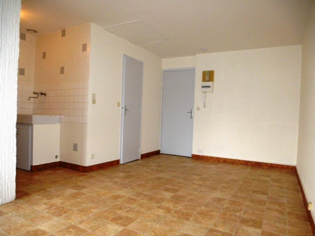 Appartement à louer 1 24.1m2 à Orléans vignette-3