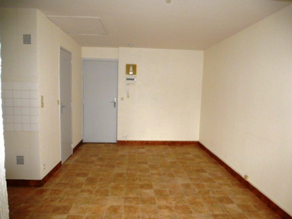 Appartement à louer 1 24.1m2 à Orléans vignette-4