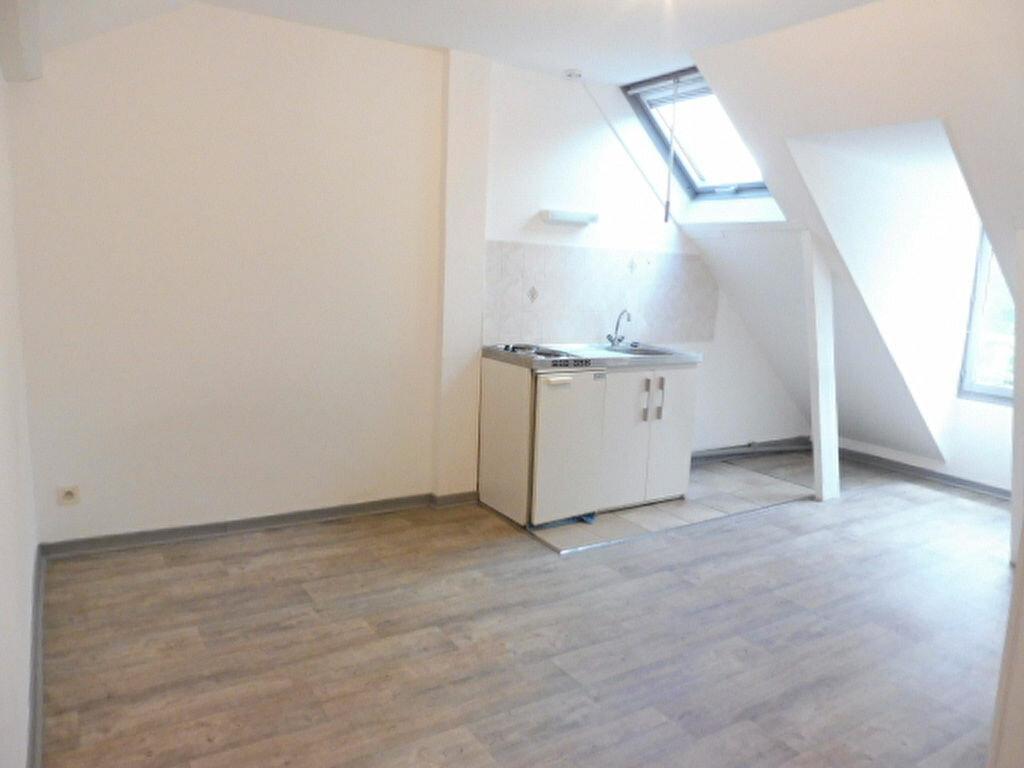 Appartement à louer 1 17m2 à Jargeau vignette-1