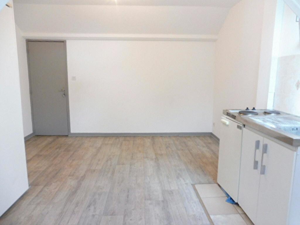 Appartement à louer 1 17m2 à Jargeau vignette-3