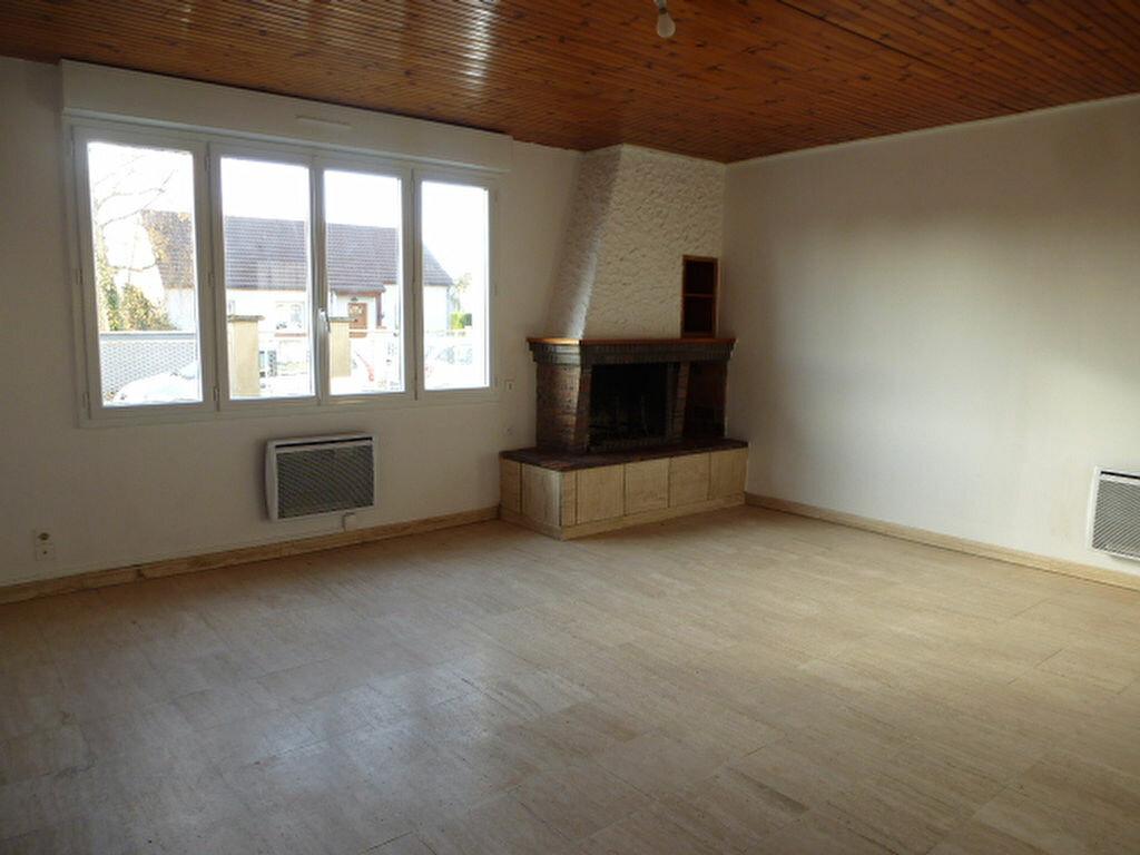 Maison à louer 5 117m2 à Saint-Jean-de-la-Ruelle vignette-3