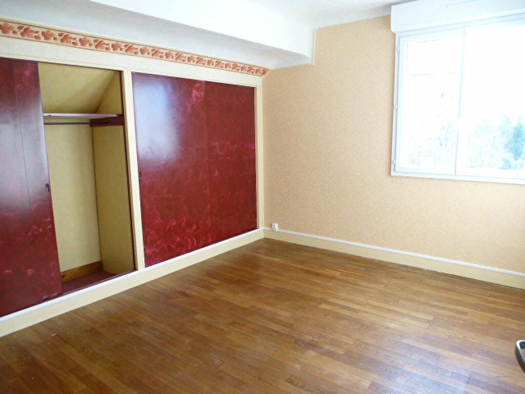 Maison à louer 5 117m2 à Saint-Jean-de-la-Ruelle vignette-7