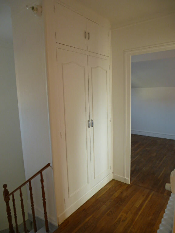 Maison à louer 5 117m2 à Saint-Jean-de-la-Ruelle vignette-8