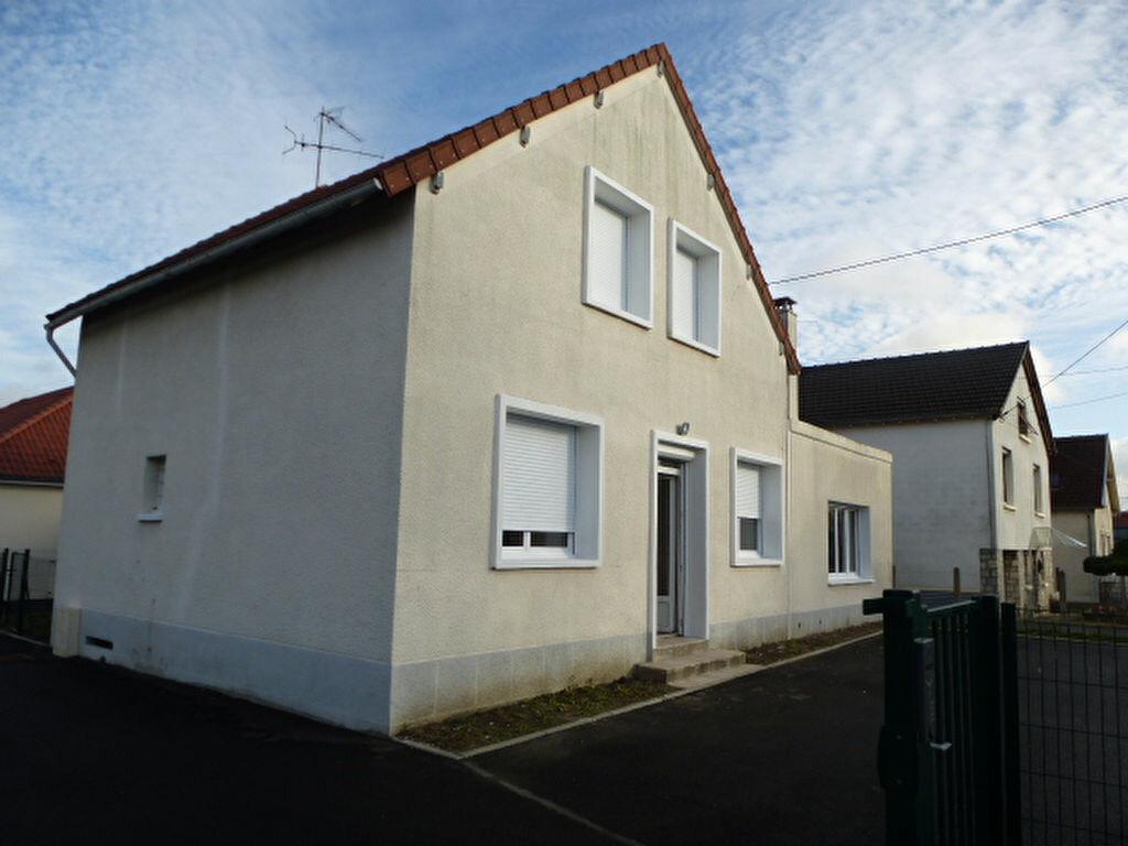 Maison à louer 5 117m2 à Saint-Jean-de-la-Ruelle vignette-12