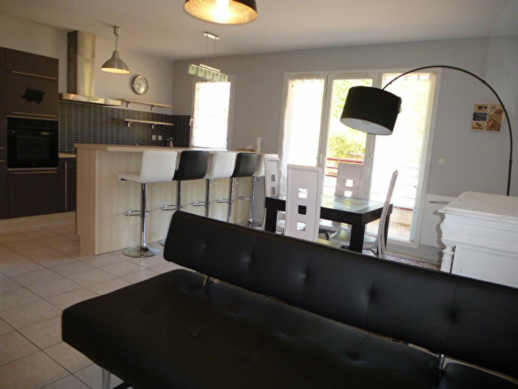 Appartement à louer 3 64.77m2 à Orléans vignette-2