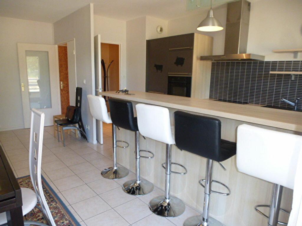 Appartement à louer 3 64.77m2 à Orléans vignette-4