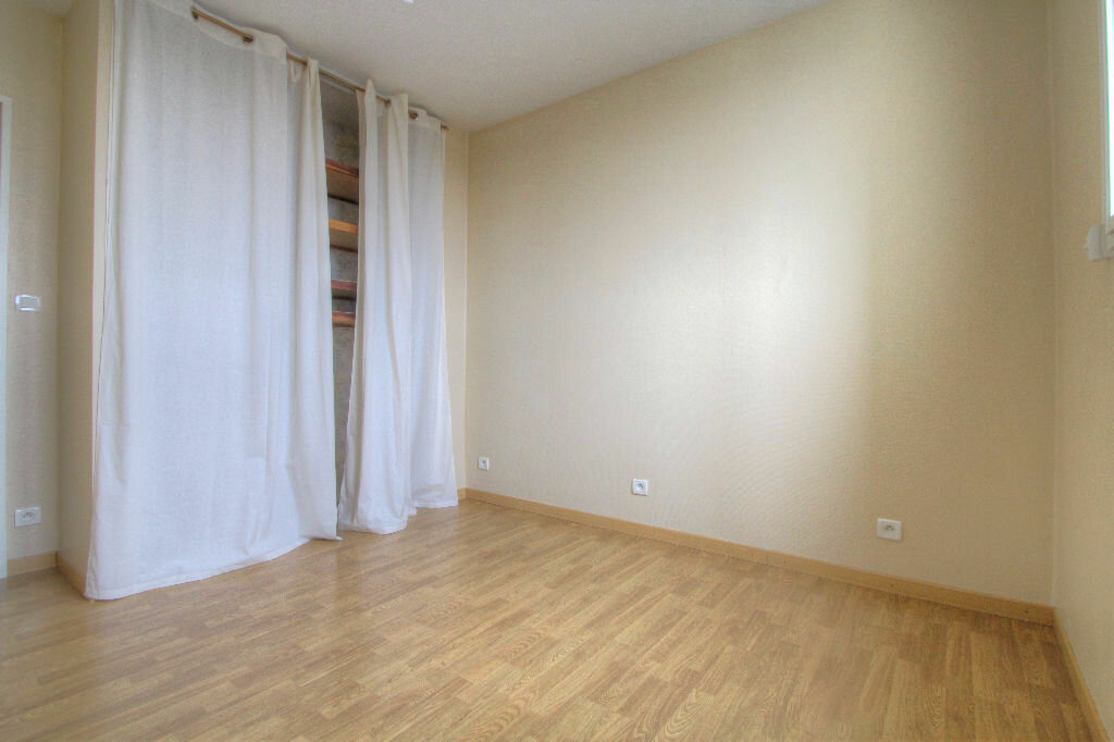 Appartement à louer 4 105m2 à Saint-Jean-de-la-Ruelle vignette-7