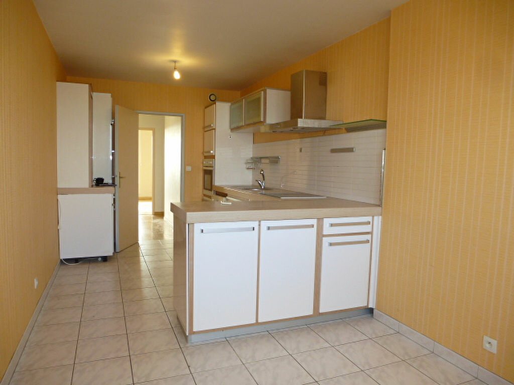 Appartement à louer 4 105m2 à Saint-Jean-de-la-Ruelle vignette-8