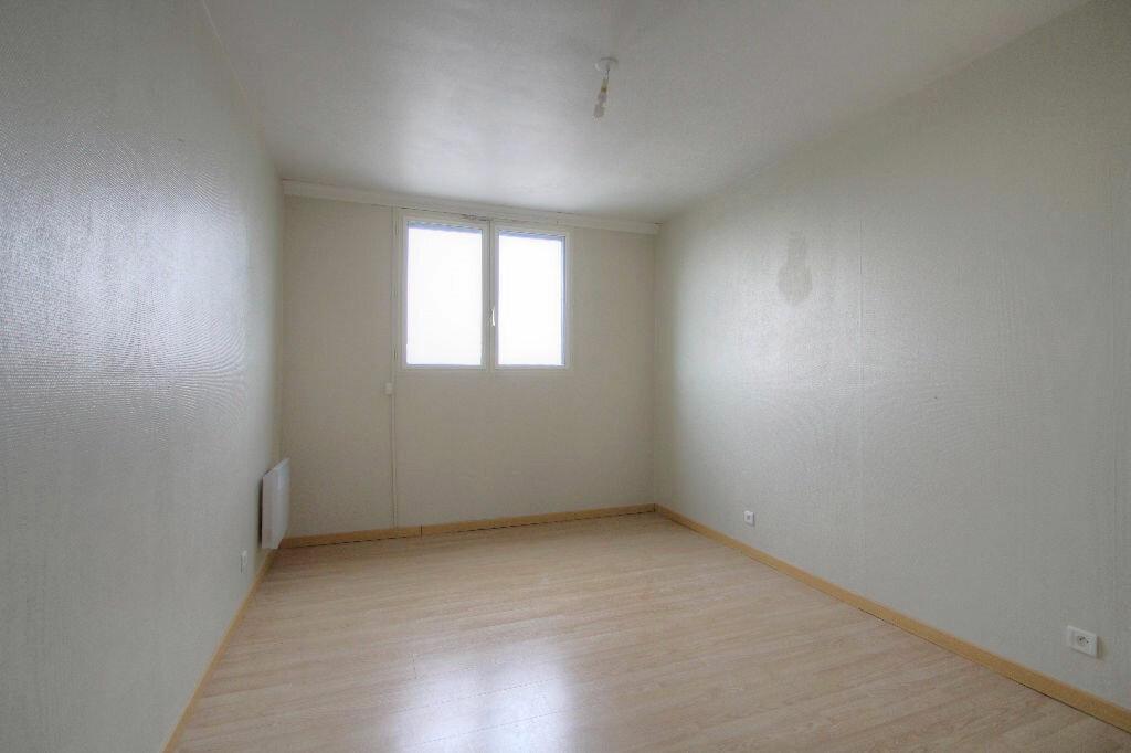 Appartement à louer 4 105m2 à Saint-Jean-de-la-Ruelle vignette-9