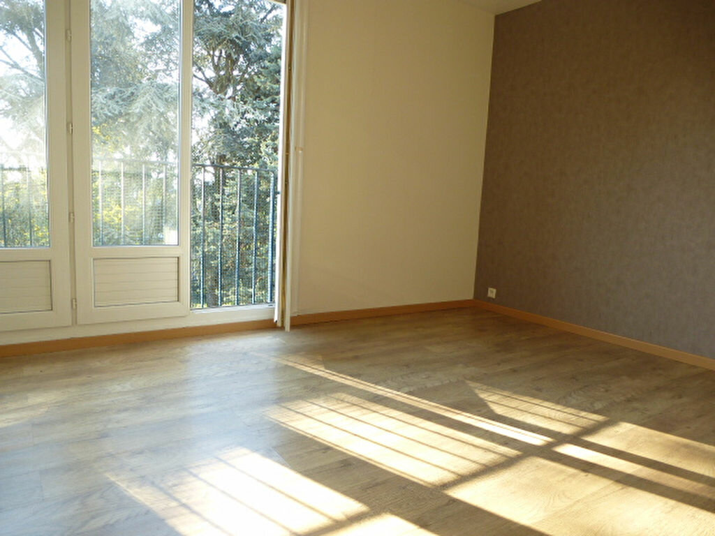 Appartement à louer 3 58m2 à Orléans vignette-1