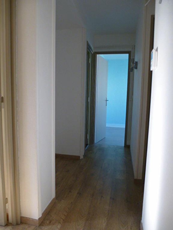 Appartement à louer 3 58m2 à Orléans vignette-8