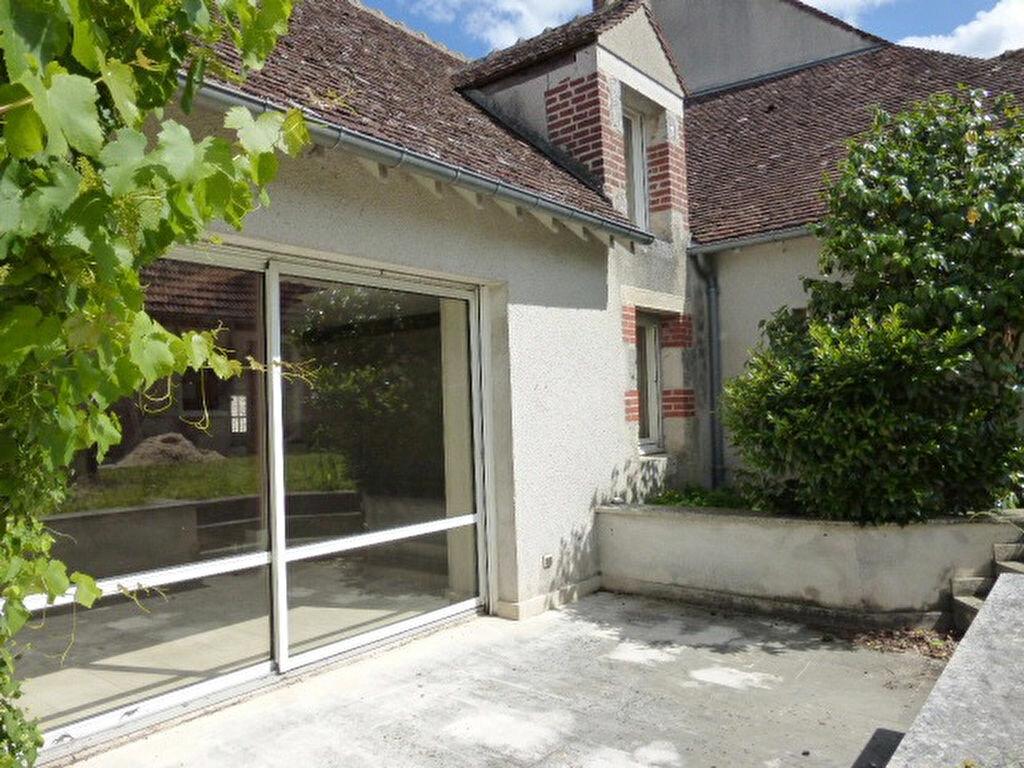 Maison à louer 7 240m2 à La Chapelle-Saint-Mesmin vignette-1
