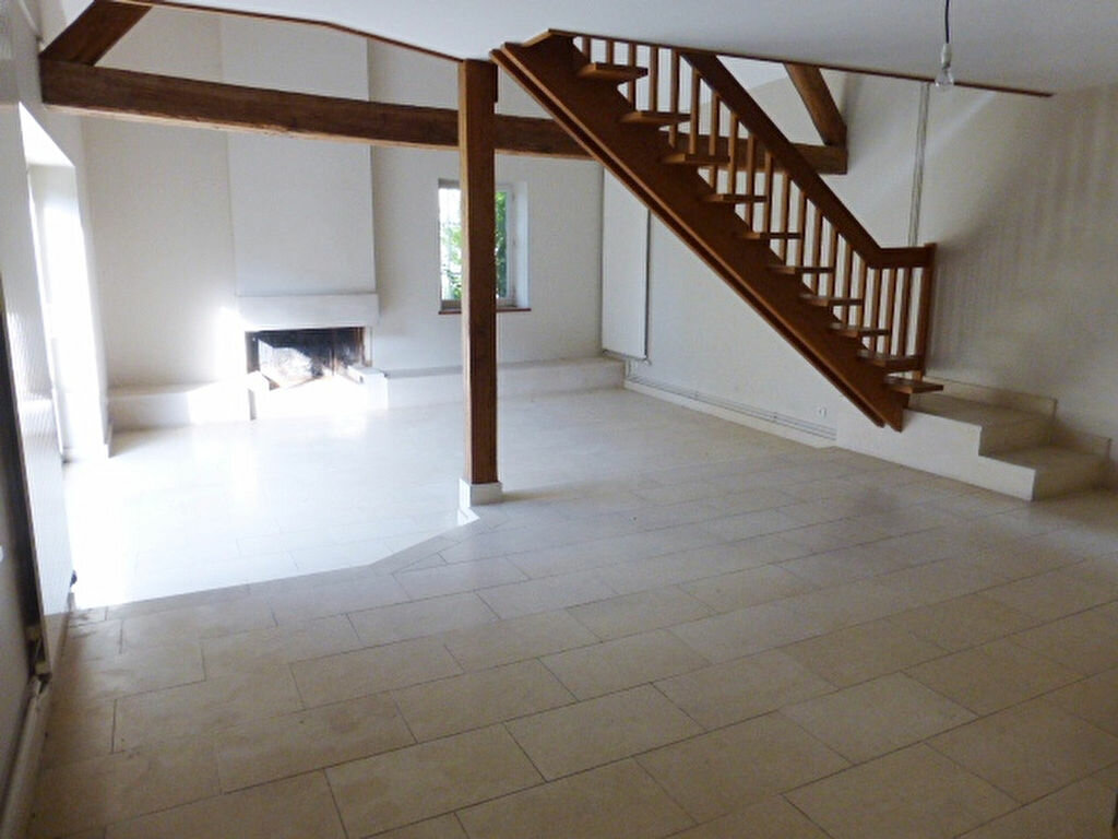 Maison à louer 7 240m2 à La Chapelle-Saint-Mesmin vignette-3