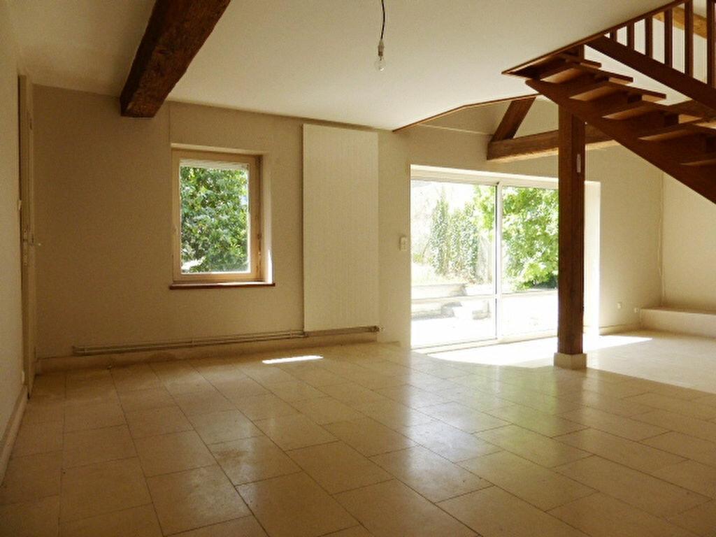 Maison à louer 7 240m2 à La Chapelle-Saint-Mesmin vignette-9