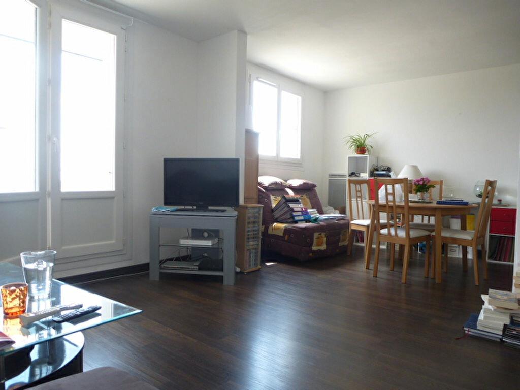 Appartement à louer 3 73m2 à Saint-Jean-de-la-Ruelle vignette-2