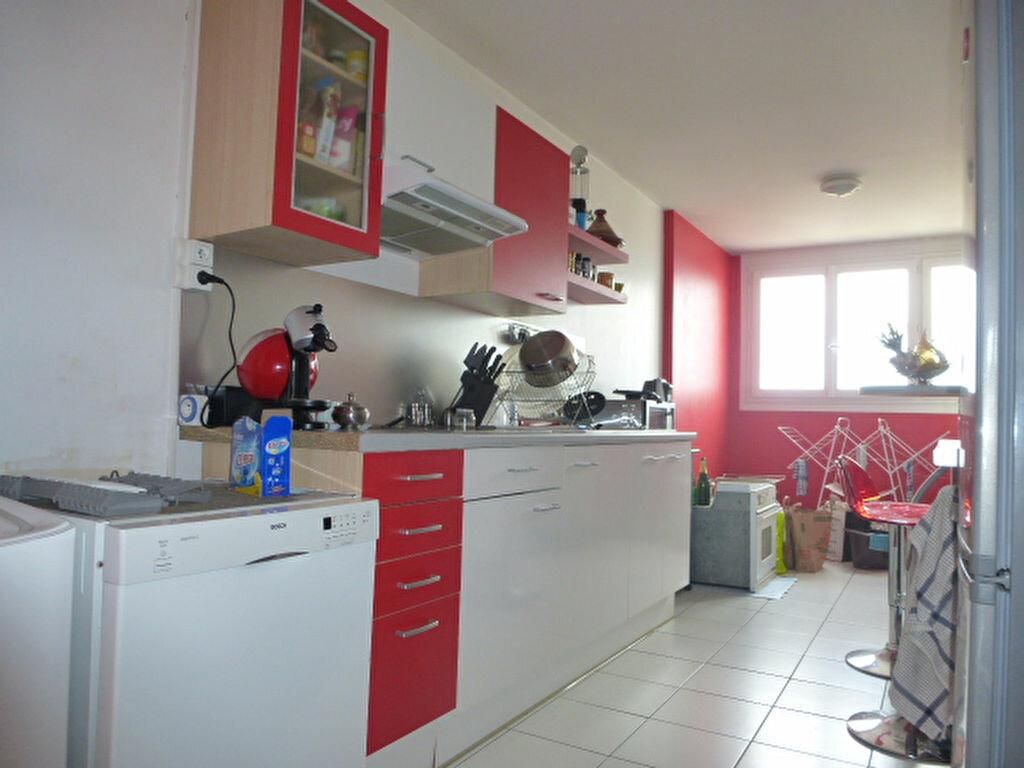 Appartement à louer 3 73m2 à Saint-Jean-de-la-Ruelle vignette-4