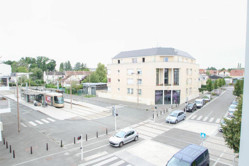 Appartement à louer 3 62m2 à Fleury-les-Aubrais vignette-1