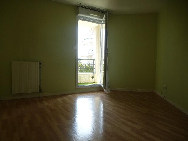 Appartement à louer 3 70m2 à Fleury-les-Aubrais vignette-8