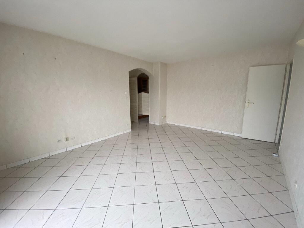 Appartement à louer 3 57.1m2 à Saint-Jean-de-la-Ruelle vignette-1