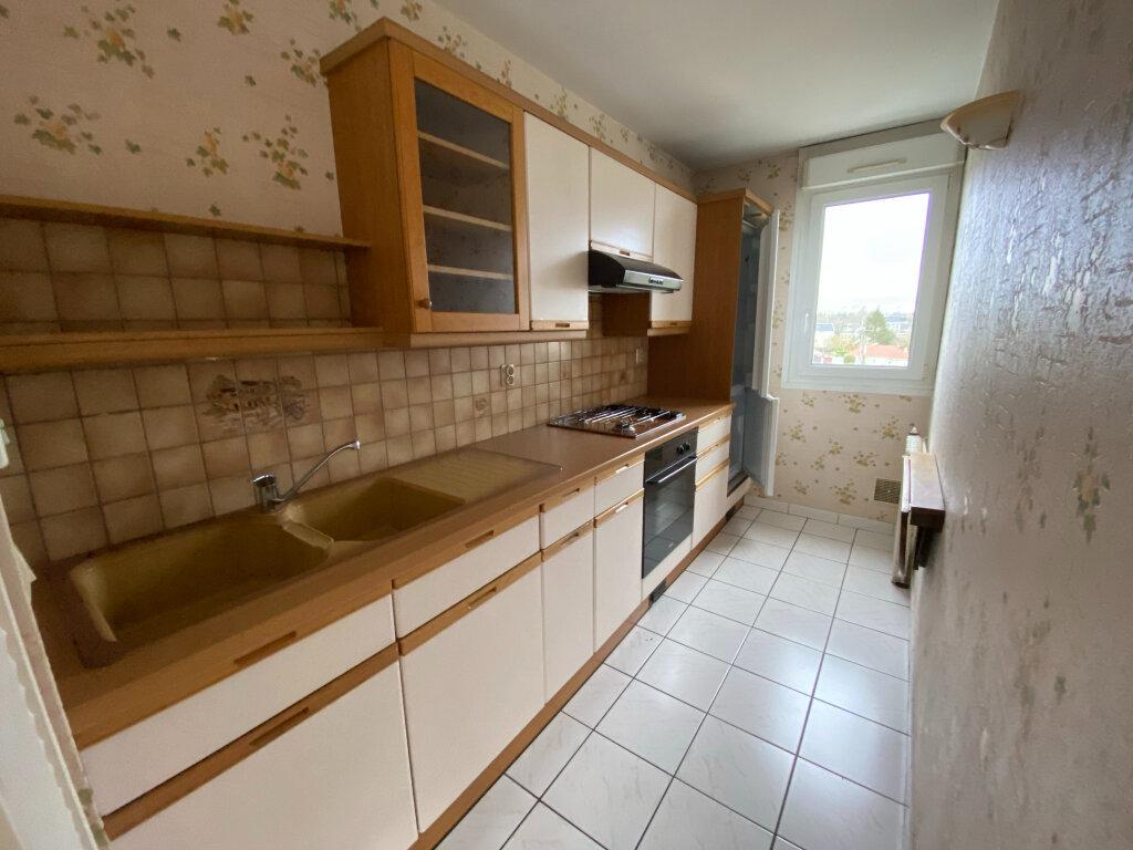 Appartement à louer 3 57.1m2 à Saint-Jean-de-la-Ruelle vignette-3