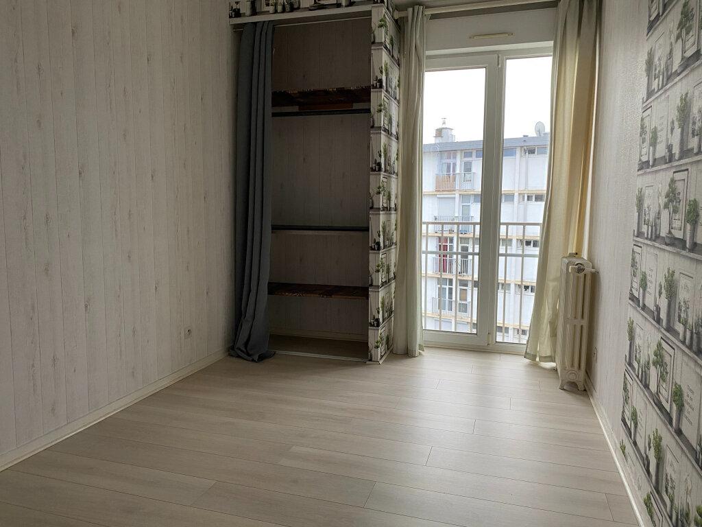 Appartement à louer 3 57.1m2 à Saint-Jean-de-la-Ruelle vignette-4