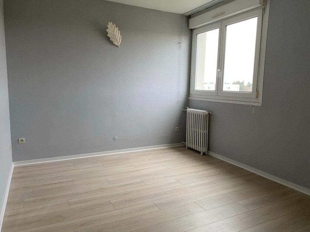Appartement à louer 3 57.1m2 à Saint-Jean-de-la-Ruelle vignette-5