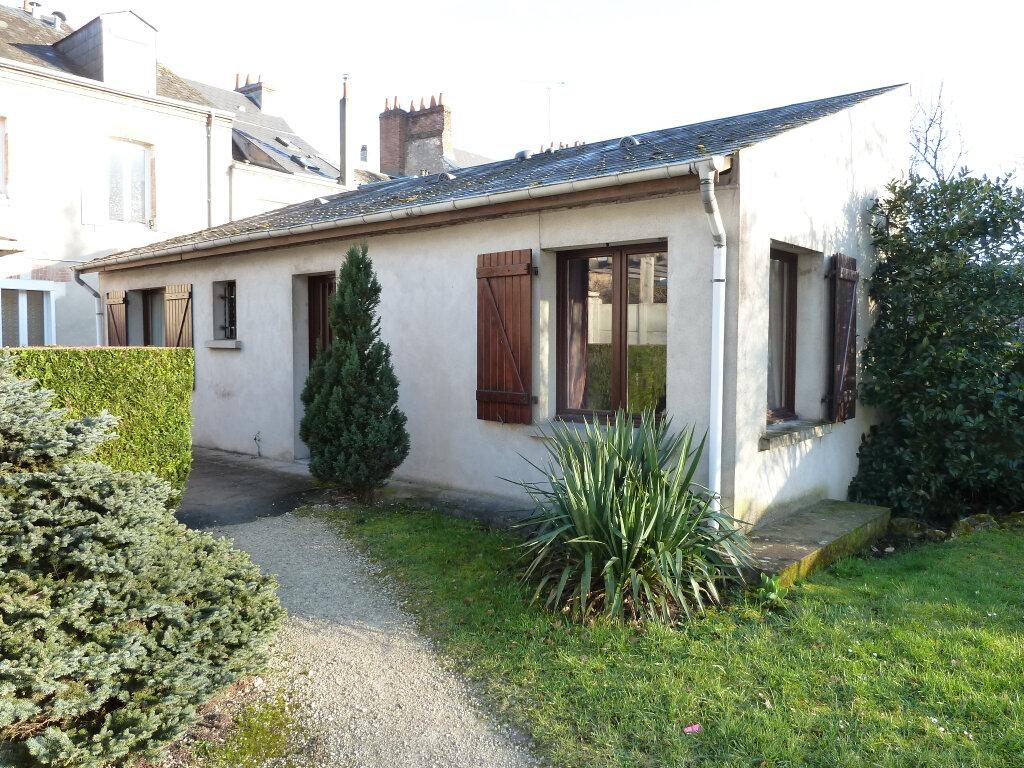 Maison à louer 2 39m2 à Orléans vignette-1
