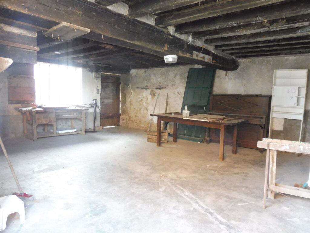 Maison à louer 3 75m2 à Mareau-aux-Prés vignette-11