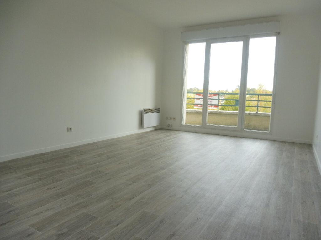 Appartement à louer 3 64.23m2 à Olivet vignette-4