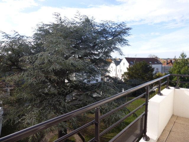 Appartement à louer 3 66.67m2 à Saint-Jean-de-la-Ruelle vignette-2