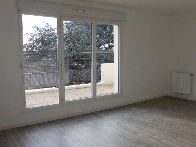 Appartement à louer 3 66.67m2 à Saint-Jean-de-la-Ruelle vignette-5