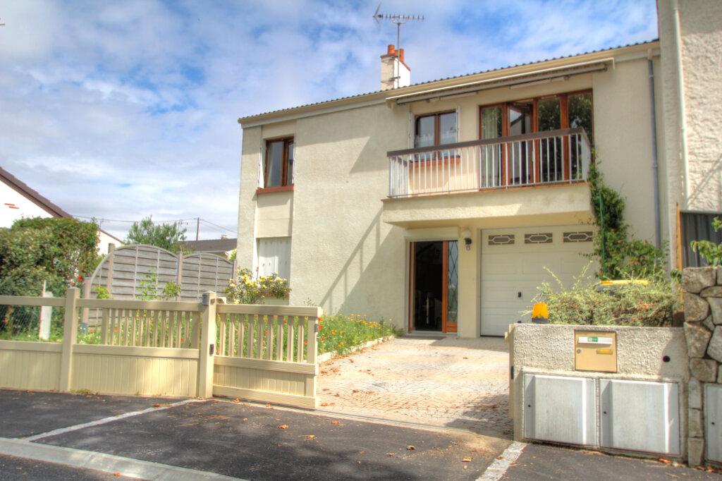 Maison à vendre 5 106m2 à Fleury-les-Aubrais vignette-1