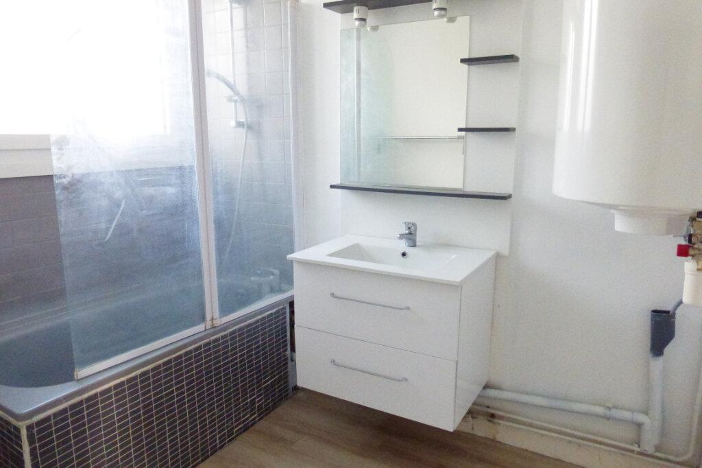 Appartement à louer 3 69.96m2 à Saint-Jean-de-la-Ruelle vignette-4