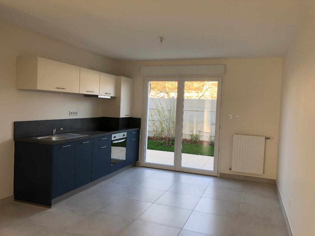 Appartement à louer 3 62.6m2 à Fleury-les-Aubrais vignette-1