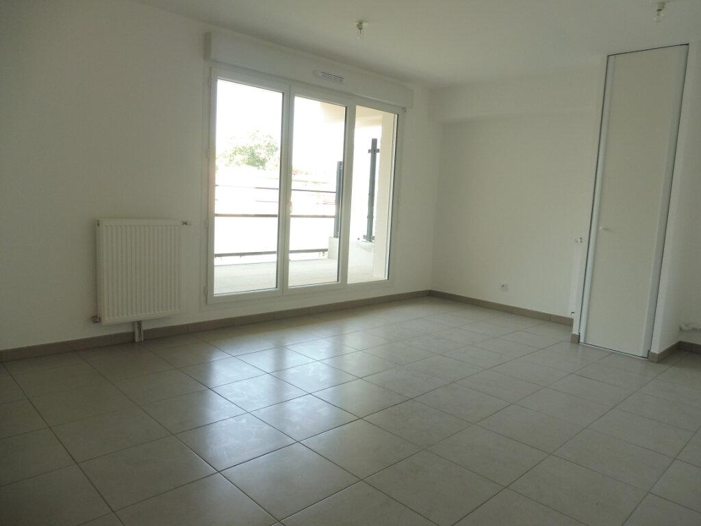 Appartement à louer 2 42m2 à Orléans vignette-3