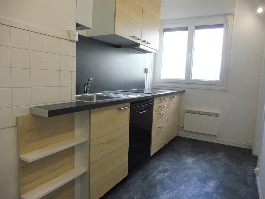 Appartement à louer 3 59m2 à Orléans vignette-1