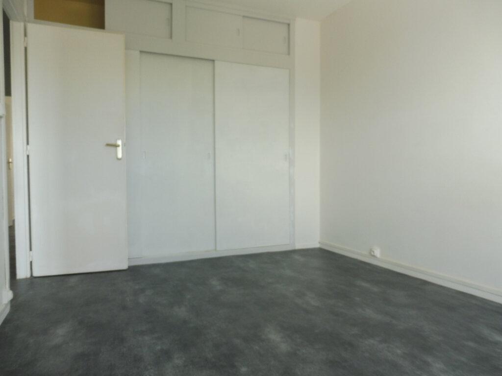 Appartement à louer 3 59m2 à Orléans vignette-8