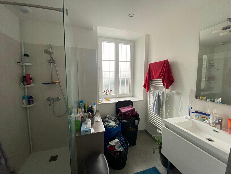 Maison à louer 4 129.92m2 à Cléry-Saint-André vignette-3