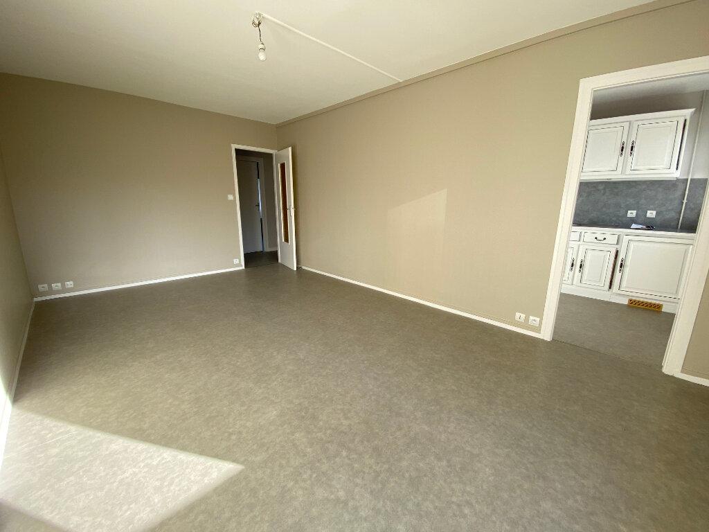Appartement à louer 3 55m2 à Orléans vignette-2