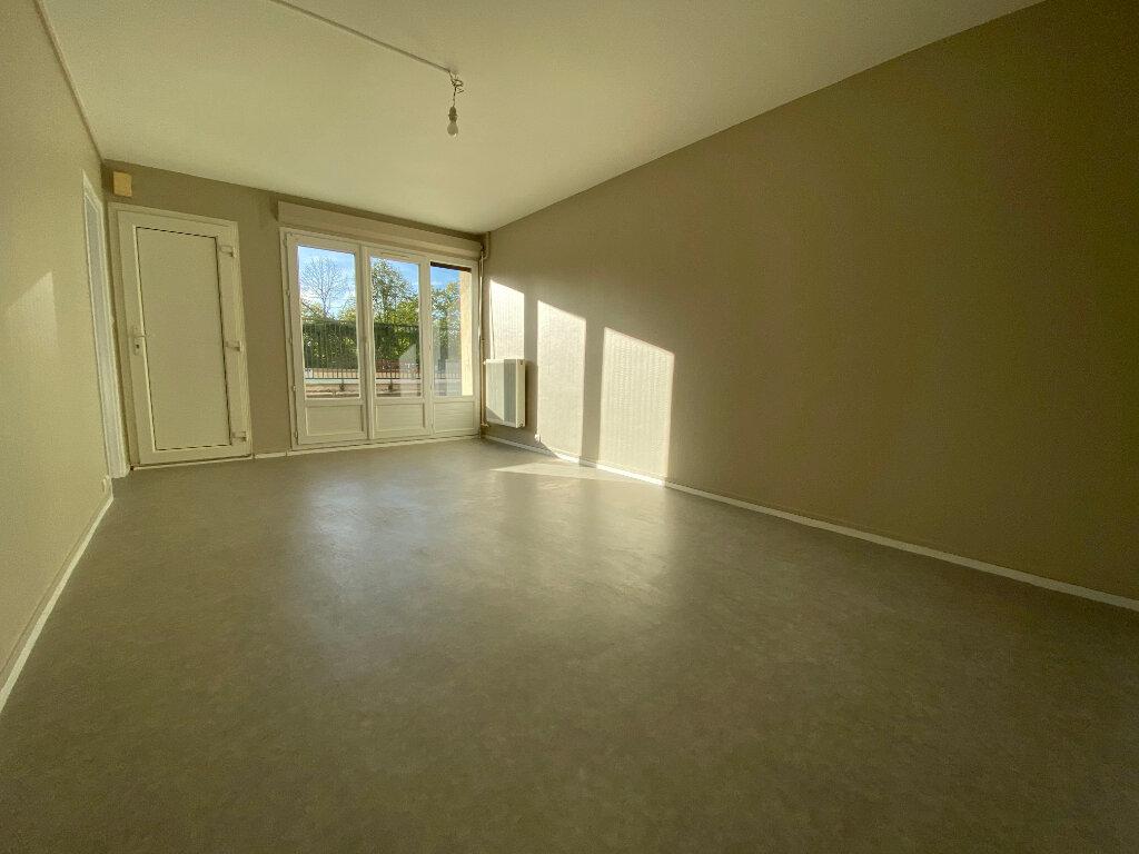 Appartement à louer 3 55m2 à Orléans vignette-3