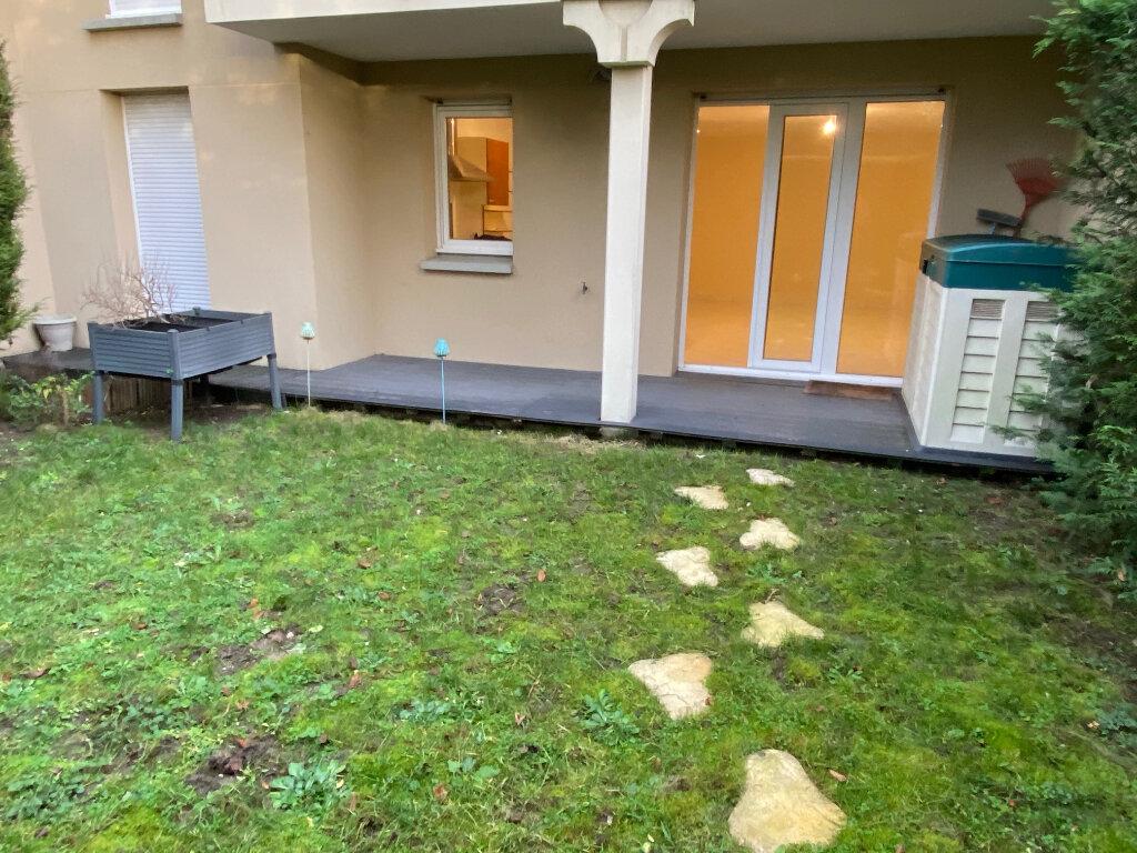 Appartement à louer 2 49.75m2 à Saint-Jean-de-la-Ruelle vignette-2