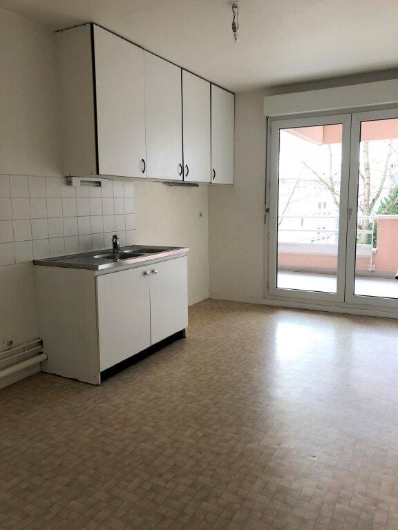 Appartement à louer 3 80.12m2 à Orléans vignette-3