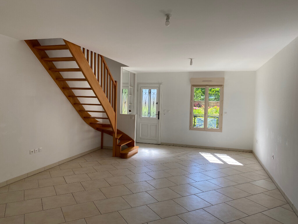 Maison à louer 5 106.27m2 à Saint-Jean-de-la-Ruelle vignette-1