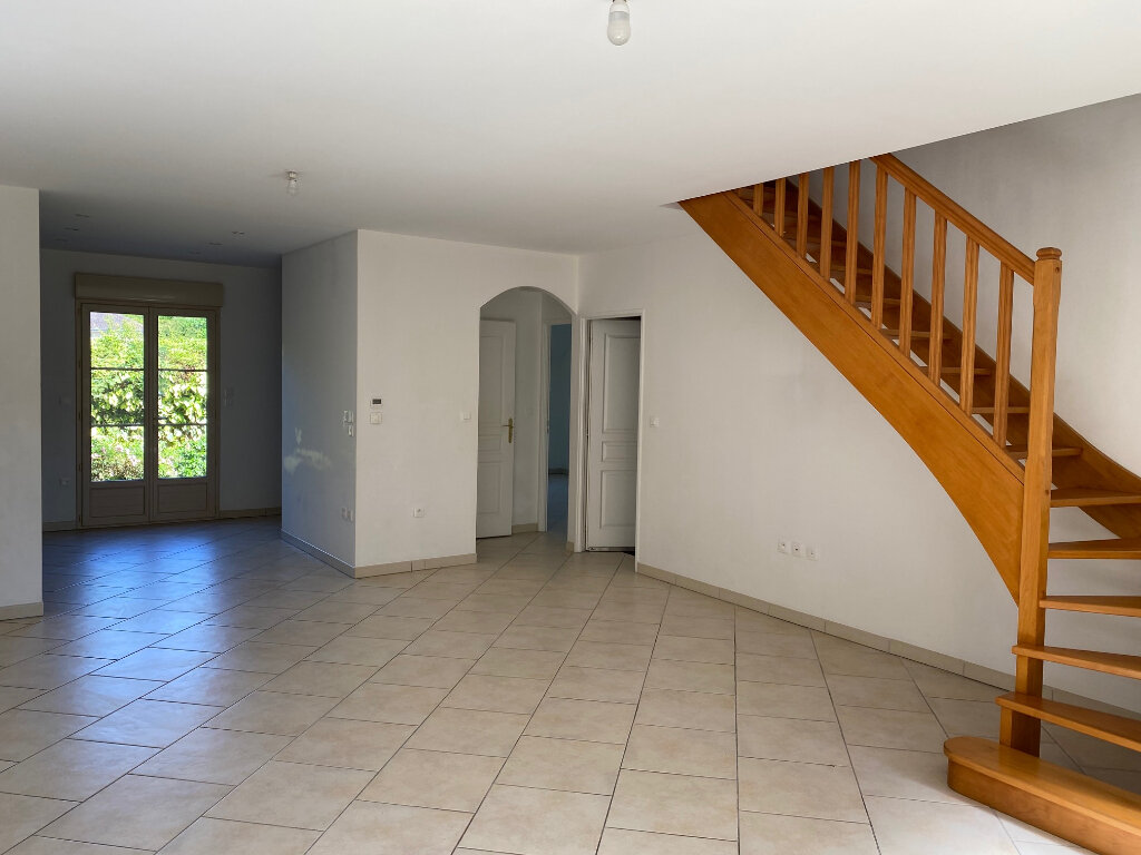 Maison à louer 5 106.27m2 à Saint-Jean-de-la-Ruelle vignette-2