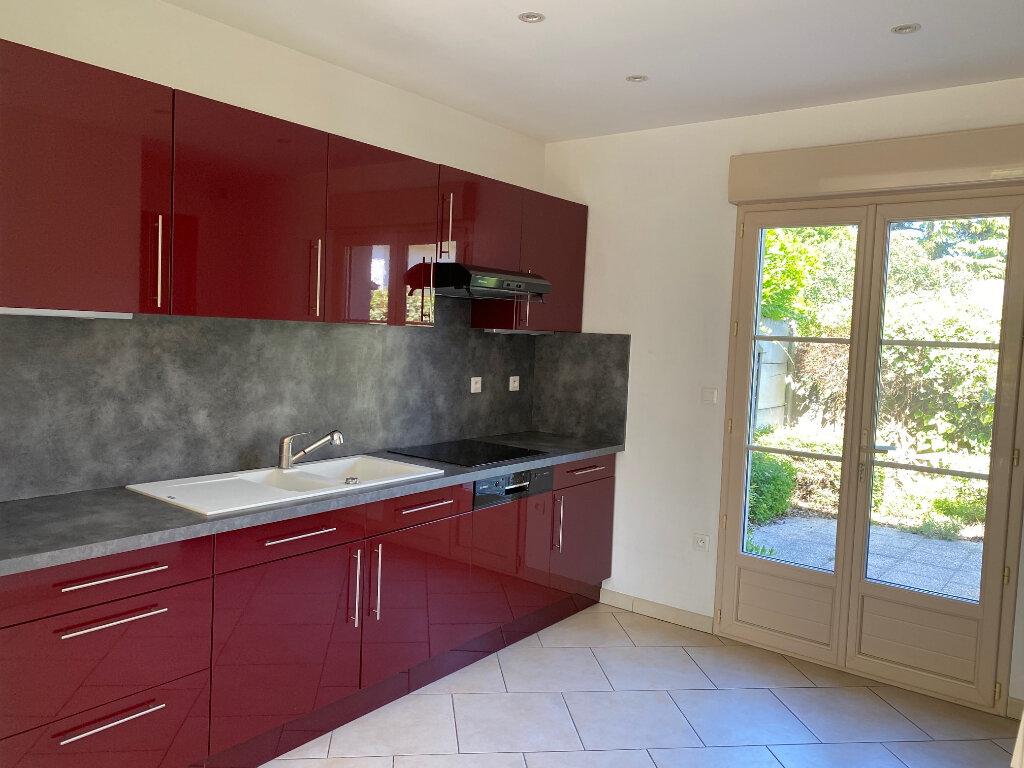 Maison à louer 5 106.27m2 à Saint-Jean-de-la-Ruelle vignette-3