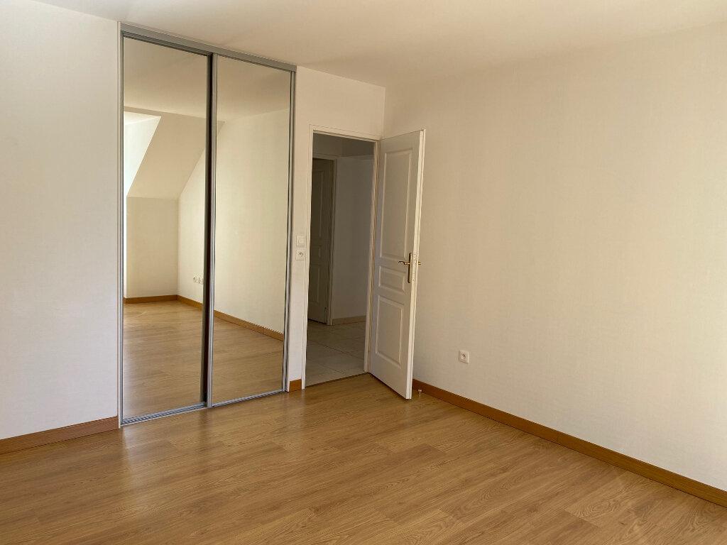 Maison à louer 5 106.27m2 à Saint-Jean-de-la-Ruelle vignette-8