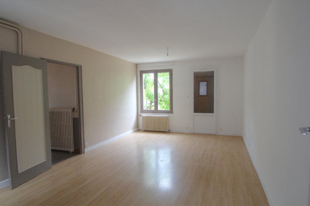 Maison à vendre 5 111m2 à Saint-Jean-de-la-Ruelle vignette-2