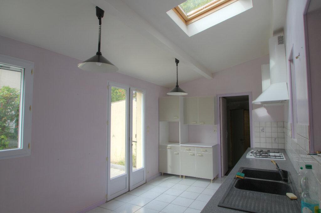 Maison à vendre 5 111m2 à Saint-Jean-de-la-Ruelle vignette-3